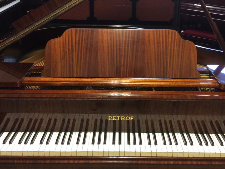 פסנתר למכירה PETROF BABY GRAND