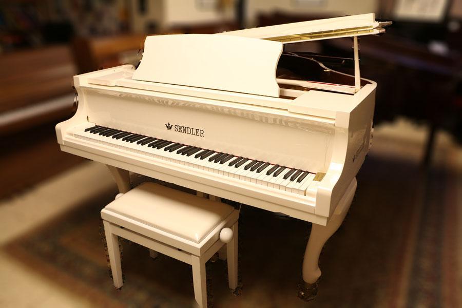 מקורי פסנתר כנף ייחודי בצבע לבן   בני מילר פסנתרי איכות   פסנתרים יד שניה VB-15