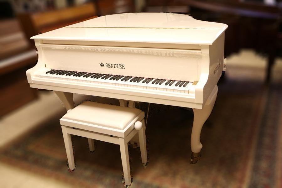מבריק פסנתר כנף ייחודי בצבע לבן   בני מילר פסנתרי איכות   פסנתרים יד שניה QW-26