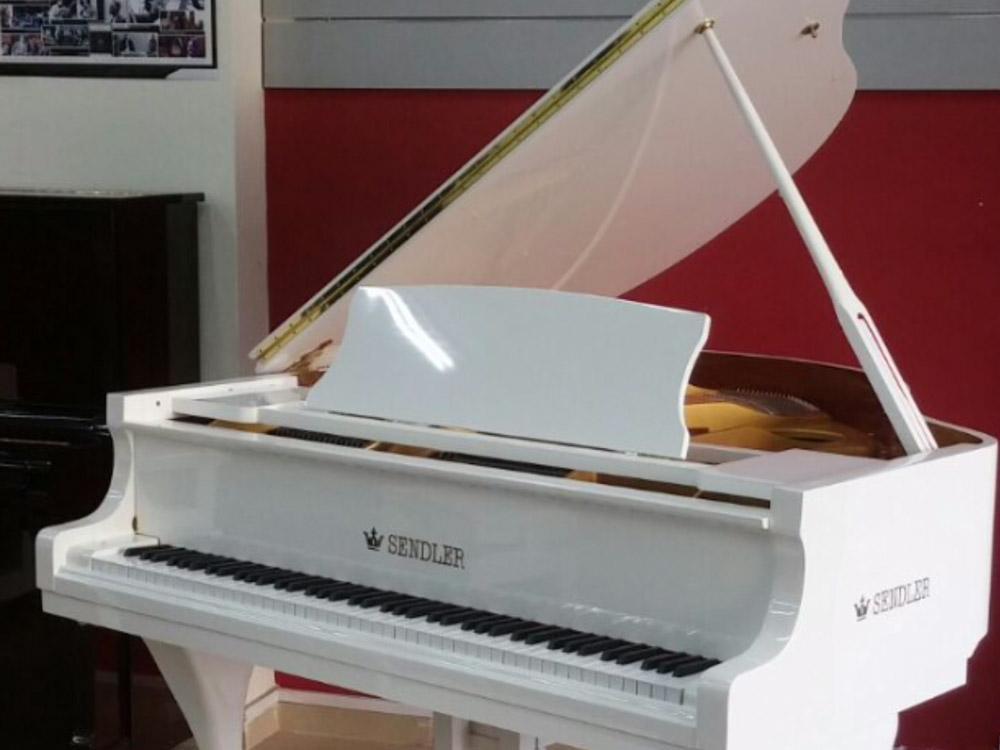 מדהים פסנתר כנף ייחודי בצבע לבן   בני מילר פסנתרי איכות   פסנתרים יד שניה OV-85