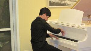 נגן פסנתר מוכשר